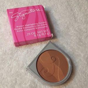 Mary Kay bronze highlighting powder